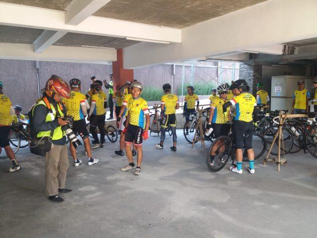 TEMPUH JARAK 489 KM, ROMBONGAN PESEPEDA TOURING JAKARTA-SURABAYA FINISH ETAPE III DI KENDAL