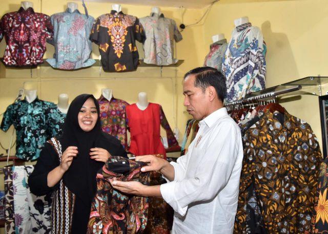Kunjungi Pasar Grosir Batik Setono aa944a4a50