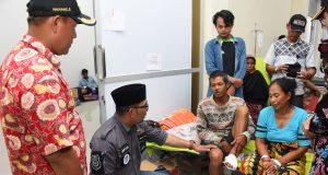 Tinjau Korban Tsunami Lampung & Banten, Gubernur Ridwan Kamil Serahkan Bantuan