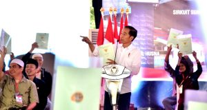 Presiden Bagikan 4.000 Sertifikat Tanah untuk Rakyat Kepada Warga Bogor dan Sukabumi