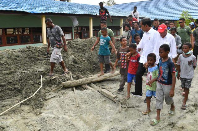 Saat Anak-anak Jayapura Minta ke Presiden Agar Sekolahnya Dibetulkan Pasca Banjir