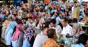Presiden Tinjau Pabrik Sepatu dan Makan Siang Bersama Pekerja Pabrik