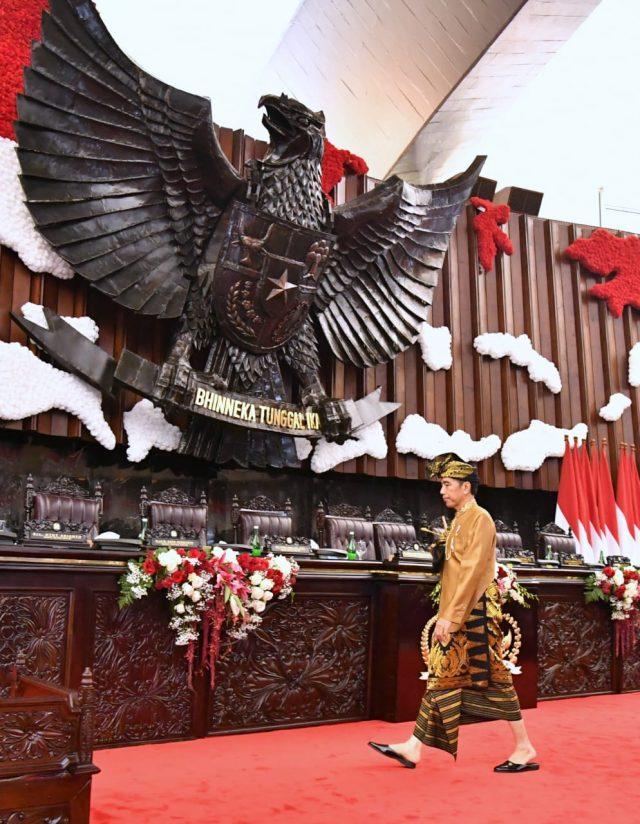Presiden Jokowi Kenakan Pakaian Adat Sasak Saat Pidato Kenegaraan
