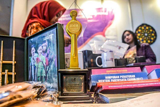 Kemenpar Dinobatkan Sebagai Anggota Terbaik Kelima Tingkat Kementerian pada JDIHN Award 2019