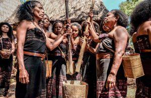 Bergaya Ala Suku Abui di Desa Takpala