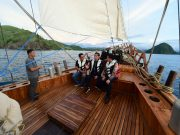Naiki Kapal Phinisi, Presiden Tinjau Kesiapan Wisata Bahari di Labuan Bajo