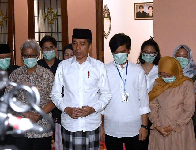 Presiden Jokowi Mohon Doa Masyarakat Untuk Almarhumah Ibunda