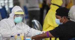 Gubernur Jatim : Hasil Screening Rapid Test 154 PMI dari Malaysia Dinyatakan Seluruhnya Negatif