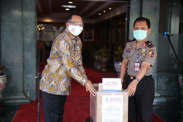 Mendagri Salurkan Bantuan Dari Temasek dan Humanity Matters Singapura halo indonesia