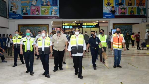 Tinjau Bandara Soekarno Hatta, Menhub Ingin Pastikan Protokol Kesehatan Diterapkan Sesuai Ketentuan halo indonesia