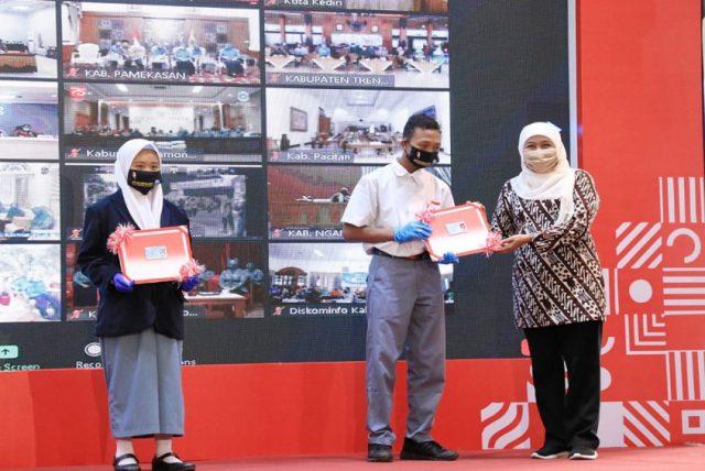 Efektif Cegah Penularan Covid-19, Mendagri Bersama Gubernur Jatim Launching Gerakan 26 Juta Masker