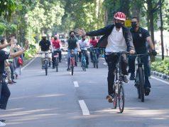 Saat Presiden Gowes dan Bagikan Masker di Kebun Raya Bogor