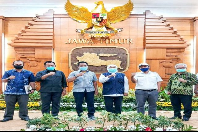 Temui Perwakilan Buruh, Gubernur Jatim Penuhi Tuntutan Kirim Surat ke Presiden