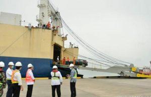 Jelang Soft Launching, Menhub Tinjau Uji Coba Bongkar Muat Pelabuhan Patimban