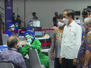 Presiden Tinjau Vaksinasi Massal Awak Media di Senayan