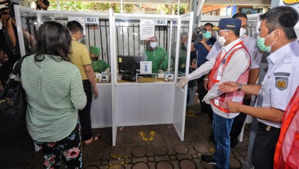 Menhub Tinjau Pelayanan GeNose di Stasiun Bandung