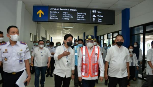 Menteri Budi Karya dan Wali Kota Gibran Lihat Progres Peningkatan Fungsi Terminal Tirtonadi Solo