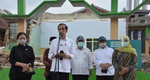Presiden Jokowi Tanda Tangani PP tentang THR