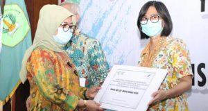 Pemerintah Salurkan Insentif Pada 30.105 Tenaga Kesehatan yang Tangani COVID-19