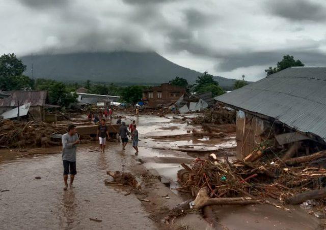Terdampak Banjir dan Longsor, Menteri Johnny: Pemulihan Layanan Telekomunikasi Terus Berlangsung