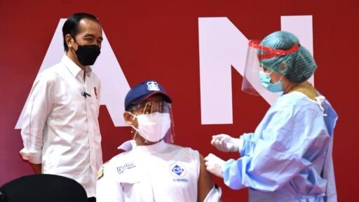 Presiden Jokowi Tinjau Vaksinasi Massal bagi para Pelaku Usaha Perdagangan