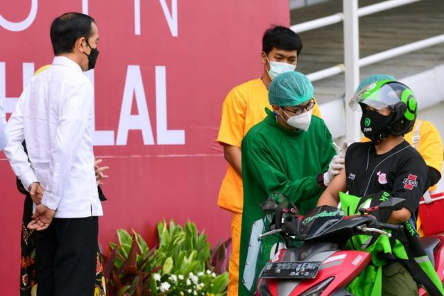 Presiden Jokowi Targetkan Satu Juta Penyuntikan Dosis Vaksin per Hari pada Juli Mendatang