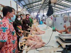 Kunjungi Pasar Induk, Gubernur Pastikan Harga Daging Ayam Masih Normal