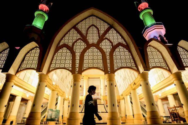 Menparekraf Paparkan Potensi Wisata Halal di Indonesia dalam VIHASC 2021