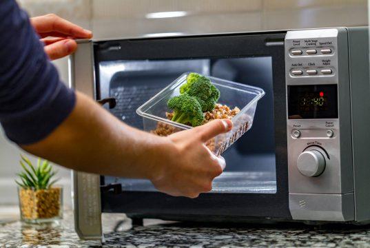 Menjaga Nutrisi Makanan yang Telah Dihangatkan