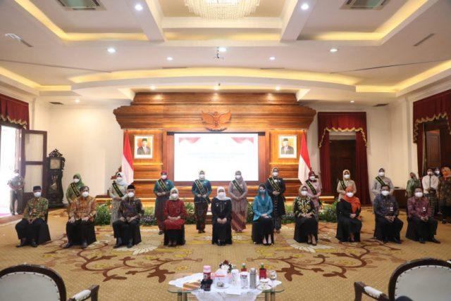 Kukuhkan Bunda PAUD Kab/Kota se-Jatim, Gubernur Khofifah Tekankan Pentingnya Pendidikan PAUD Holistik Integratif