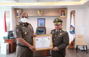 Bangun Kolaborasi Mendisiplinkan Prokes, Kabupaten Pulau Taliabu Diberi Penghargaan