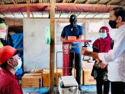 Presiden Joko Widodo Tinjau Vaksinasi di Kampung Nelayan