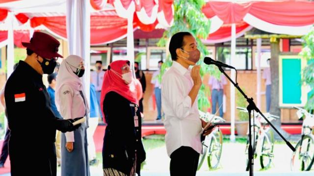 Presiden Tinjau Vaksinasi bagi Pelajar di Cilacap