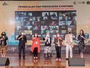 Pakai Baju Adat Gorontalo, Menparekraf Salurkan BIP Kategori JPU Bagi 800 Pelaku Parekraf