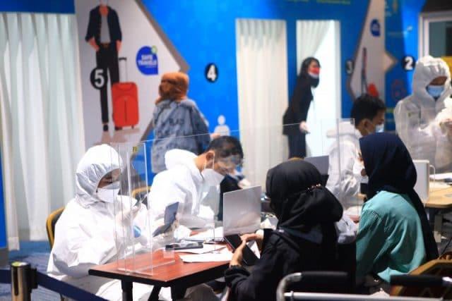 Menhub Tinjau Pelaksanaan Hari Pertama Tes PCR Bagi Penumpang Dari Luar Negeri yang Mendarat di Bandara Soekarno-Hatta