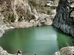 Danau Batu Bacan yang Hijau Nan Mempesona