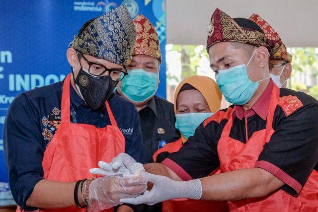 Menparekraf Dorong Produk Kuliner Pempek di Palembang untuk Go Internasional