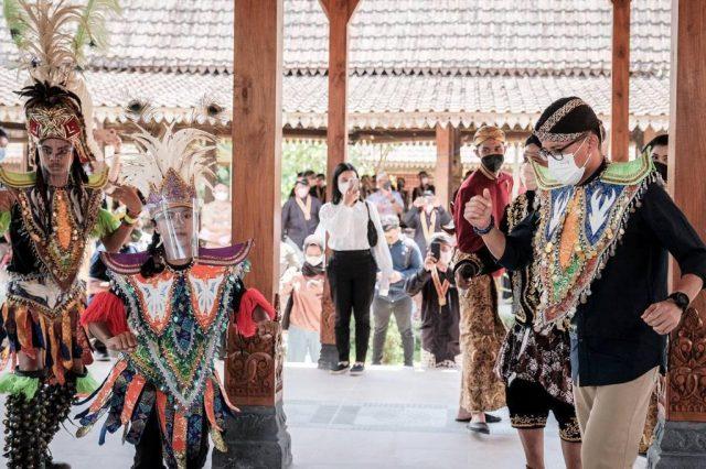 Menparekraf Jajal Atraksi Seru Saat Visitasi ke Desa Wisata Karanganyar Magelang
