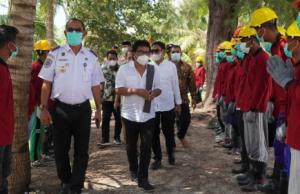 Buka Akses Jalan Menuju Menara Suar Tanjung Pemali, Kemenhub Libatkan 40 Warga Dalam Padat Karya